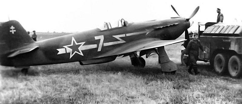 Истребители Як-3 на летном поле. 1943 г.