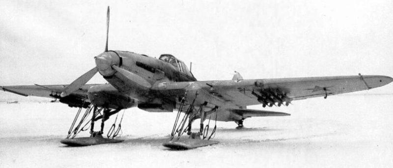Штурмовик Ил-2 на лыжах, с ракетами РС-132. 1943 г.