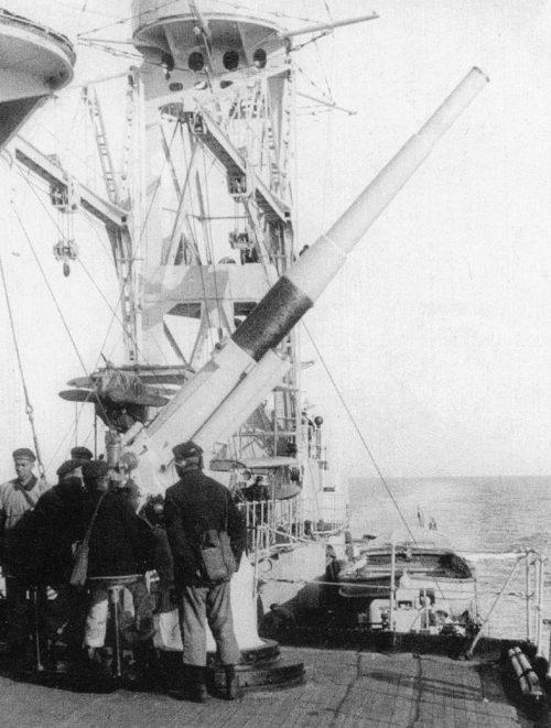 102-мм зенитная пушка Б-2 на крейсере «Красный Кавказ». 1944 г.
