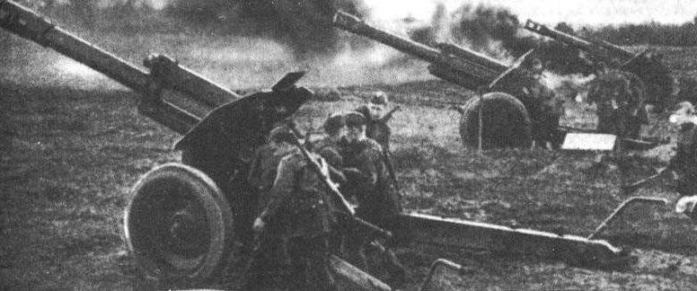 152-мм гаубицы образца 1943 года (Д-1) в Белоруссии. 1944 г.