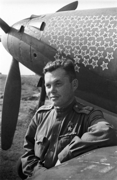 Будущий дважды Герой Советского Союза Григорий Речкалов. 1943 г.
