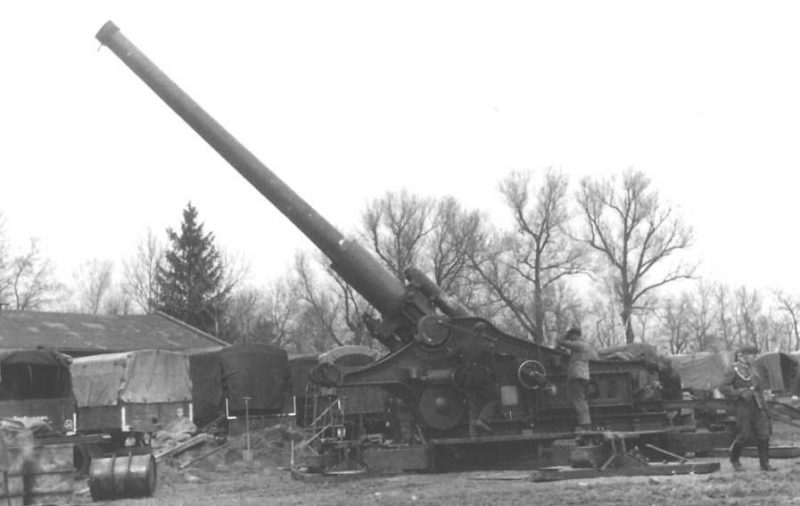 305-мм гаубица образца 1939 года (Бр-18). Ленинградский фронт, 1944 г.