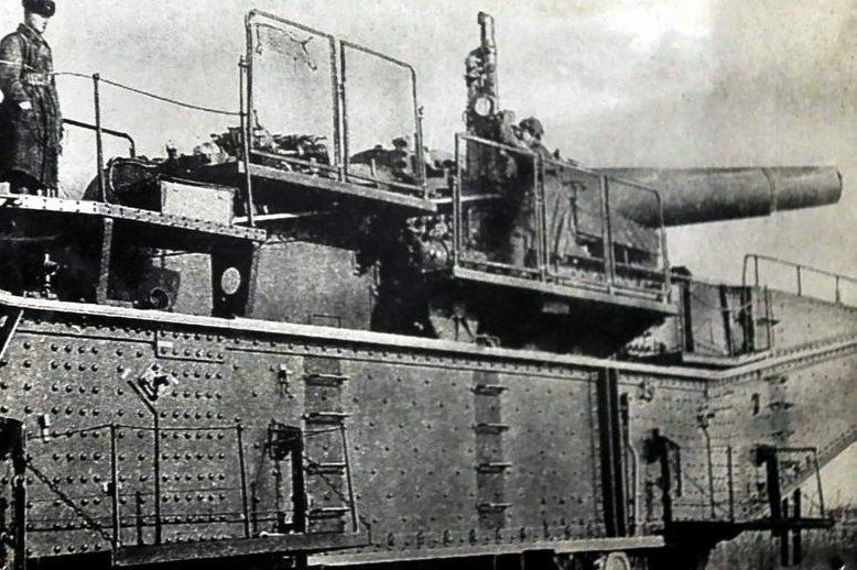 Железнодорожная артиллерийская установка ТМ-2-12 с 305-мм орудием. Дальний восток, 1944 г.