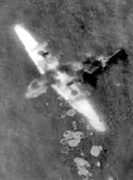 Самолет B-24 на дне моря на глубине около 7 м, после катастрофы.