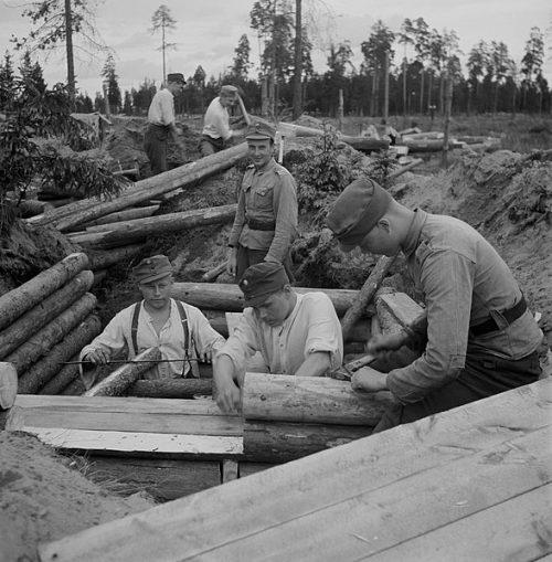 Финские солдаты на строительстве оборонительных сооружений в Карелии.