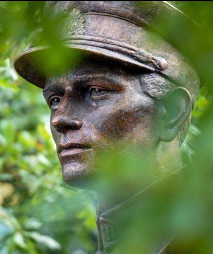Памятник Адольфасу Раманаускасу.