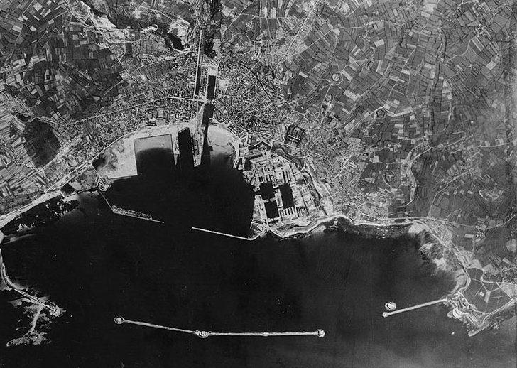Аэрофотосъемка Шербура. 1944 г.