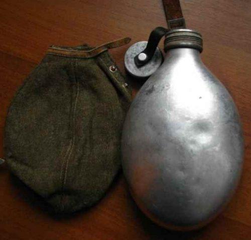Алюминиевая армейская фляга с чехлом образца 1929 года.
