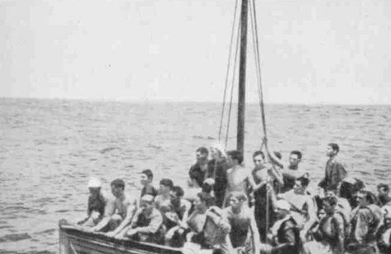 Более тысячи человек плыли по течению в спасательных шлюпках «Лаконии».