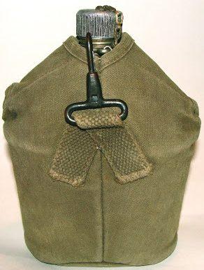 Алюминиевые армейские фляги, их брезентовые чехлы и кружка образца 1910 года.