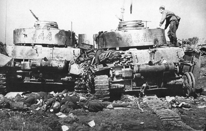 Подбитые немецкие танки у Бобруйска.