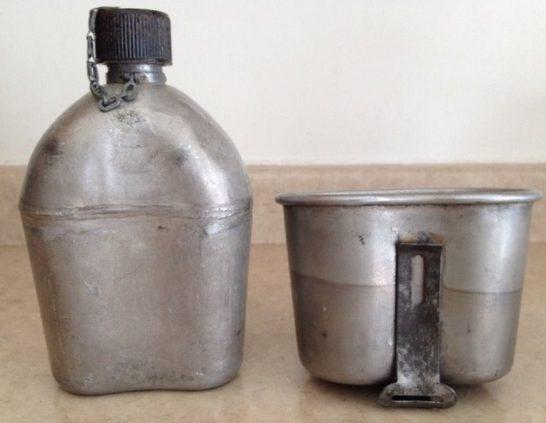 Фляга образца 1910 года с бакелитовой пробкой и чашкой.
