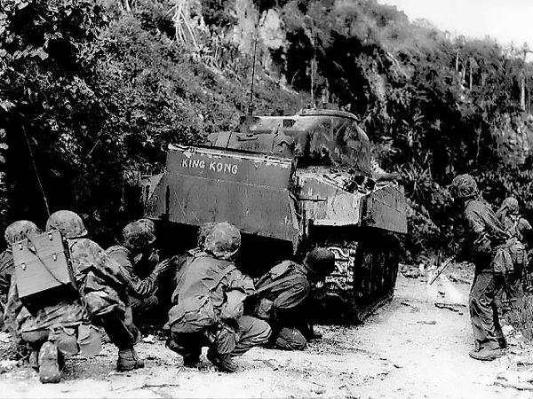 Морские пехотинцы зачищают север острова Сайпан.