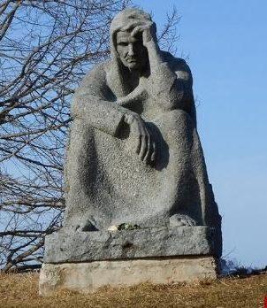 Памятник «Скорбящая псковитянка».