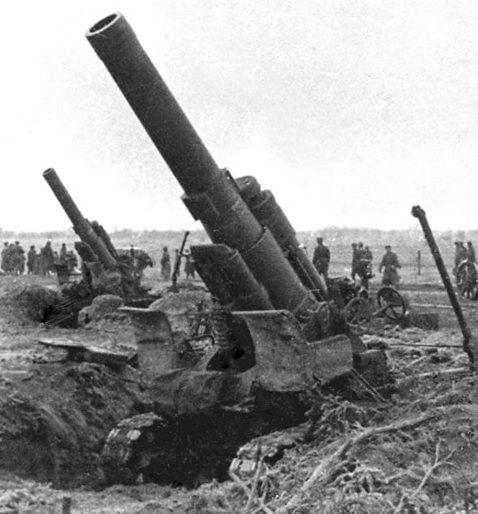 Батарея тяжёлых гаубиц Б-4 на 3-м Белорусском фронте.