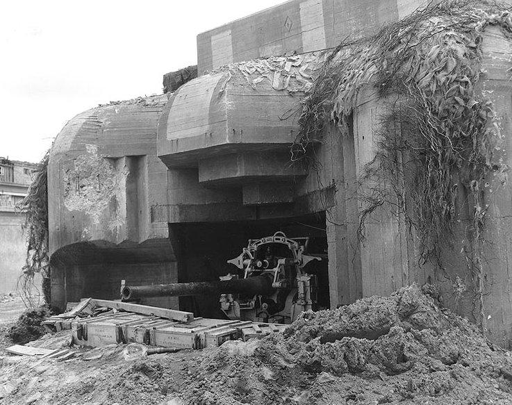 Немецкий орудийный ДОТ на Атлантическом вале.