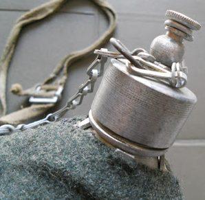 Армейская алюминиевая фляга образца 1933 года, емкостью 1 л.