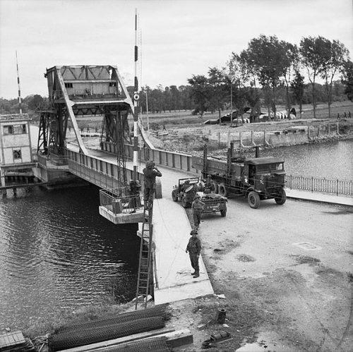 Захваченный мост Пегас через Канский канал.