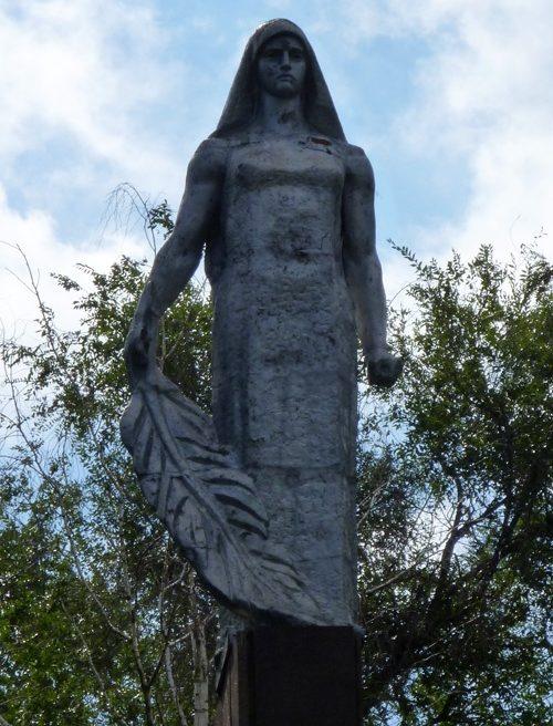 Центральная скульптура на мемориале.