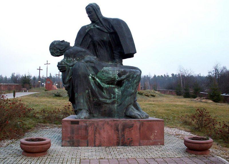 Памятник жертвам Михневской резни.