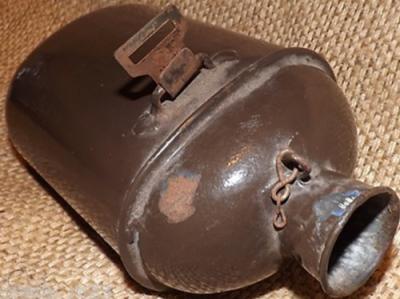 Эмалированные фляги, использовавшиеся как в Первую, так и во Вторую мировую войну.