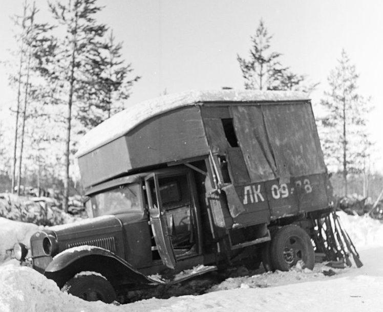 Захваченная финскими войсками автомобильная ремонтная мастерская ПАРМ. Февраль 1940 г.