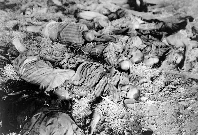 Трупы заключенных после восстания.