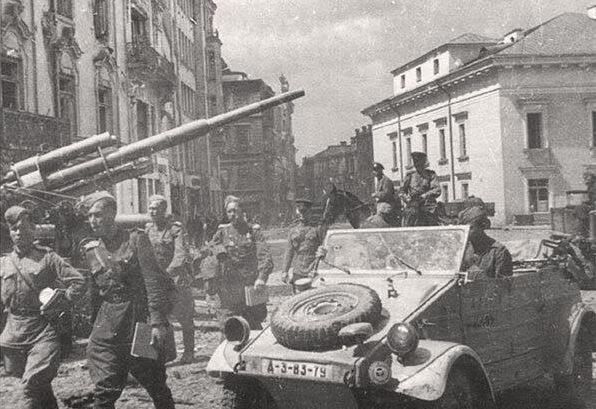 Советские солдаты в Вильнюсе.