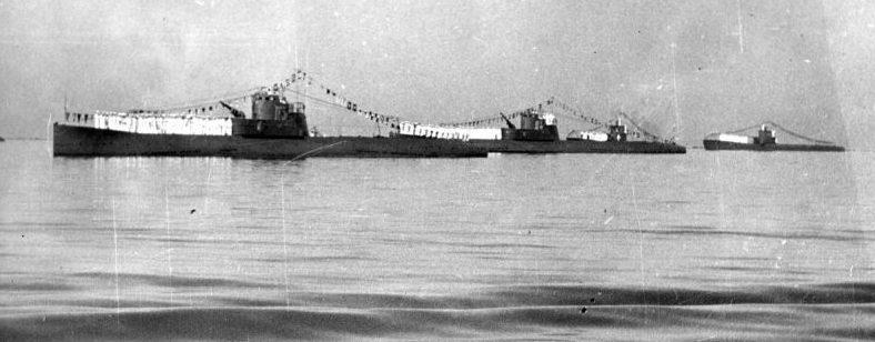 Подводные лодки Л-5, Л-4, С-31, и С-32 в Севастополе во время дня Военно-морского флота. Июль 1940 г.