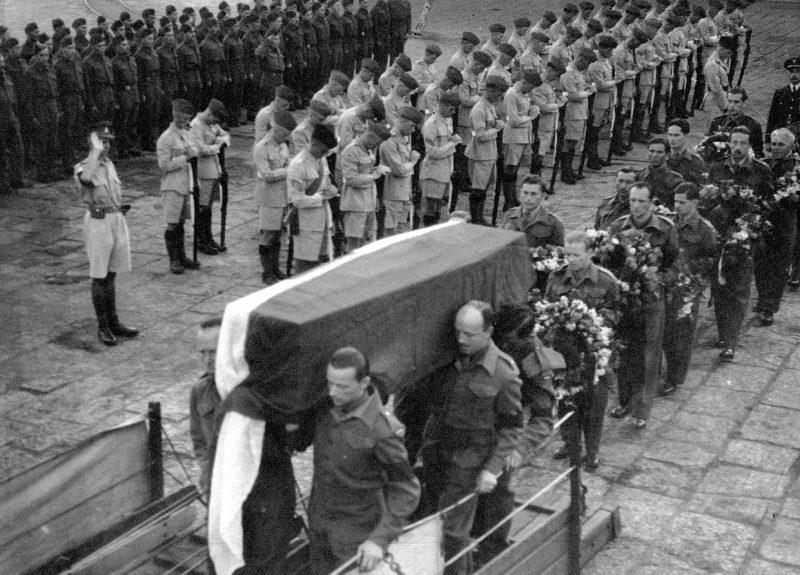 Похоронная процессия генерала Сикорского в Плимуте.