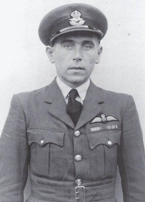 Пилот Британских ВВС Эдуард Прхал.