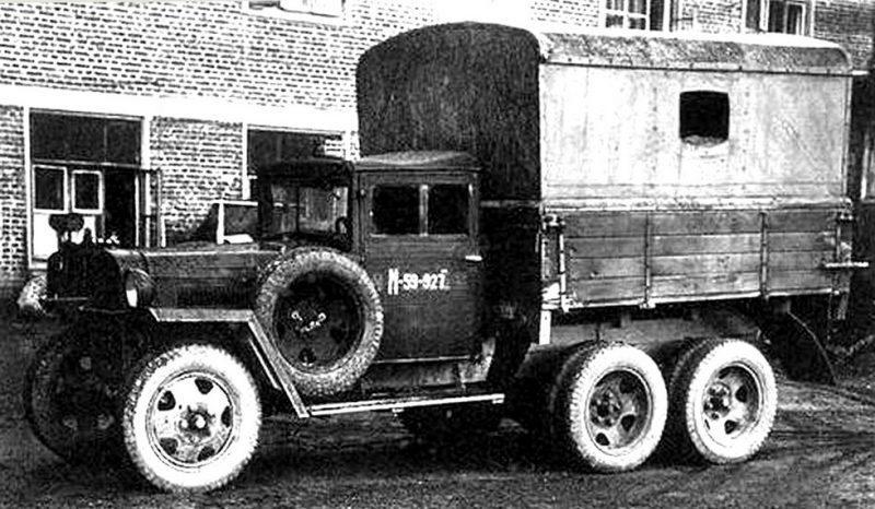 Электростанции АЭС-3 в бортовом кузове на шасси ГАЗ-ААА. 1940 г.