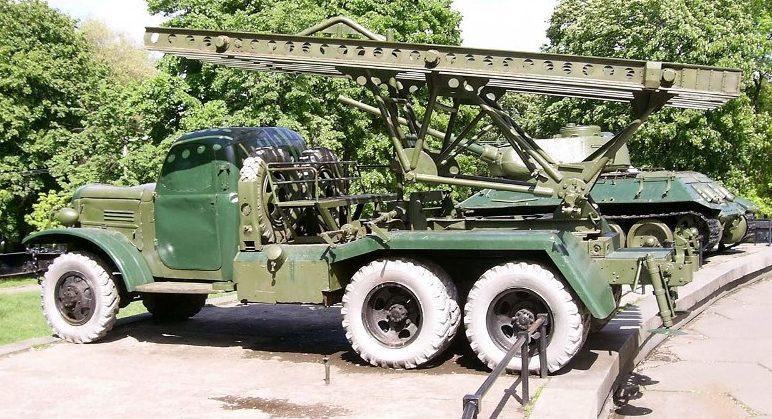Пусковая установка реактивных снарядов БМ-13.