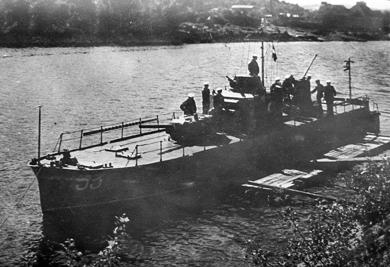 Бронекатер Дунайской военной флотилии БКА-33 на якорной стоянке. 1940 г.