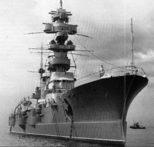 Линкор Балтийского флота «Марат» на якорной стоянке. 1940 г.
