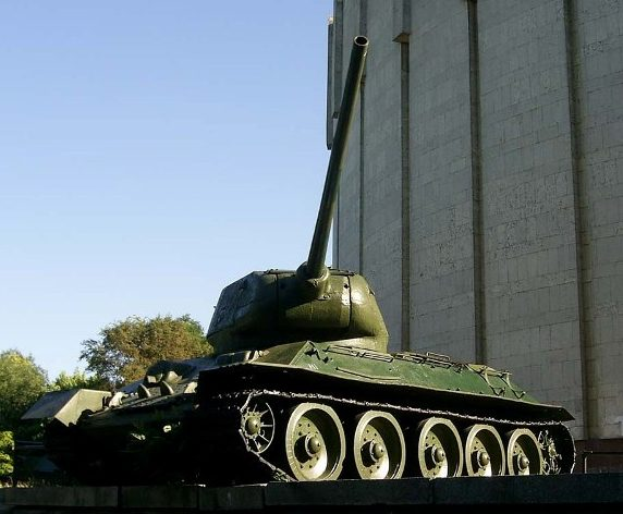 Танк Т-34-85.