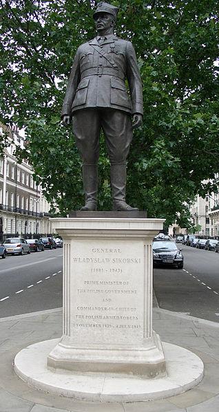 Памятник Владиславу Сикорскому в Лондоне.