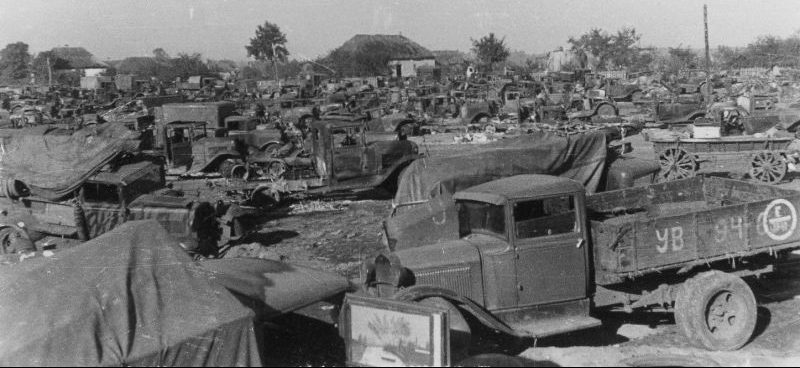 Советская автотехника, выведенная из строя, сожженная и брошенная в Умани. Август 1941 г.