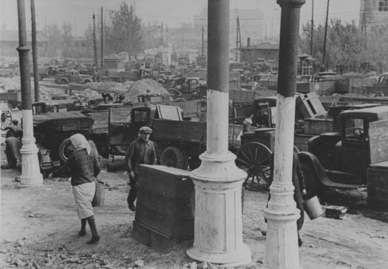 Советская автотехника, брошенная во время отступления из Одессы. Октябрь 1941 г.