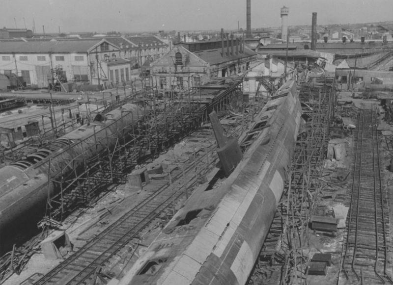 Недостроенные подводные лодки С-36 и С-37 на верфи им. Марти в Николаеве, захваченные немецкими войсками. Август 1941 г.