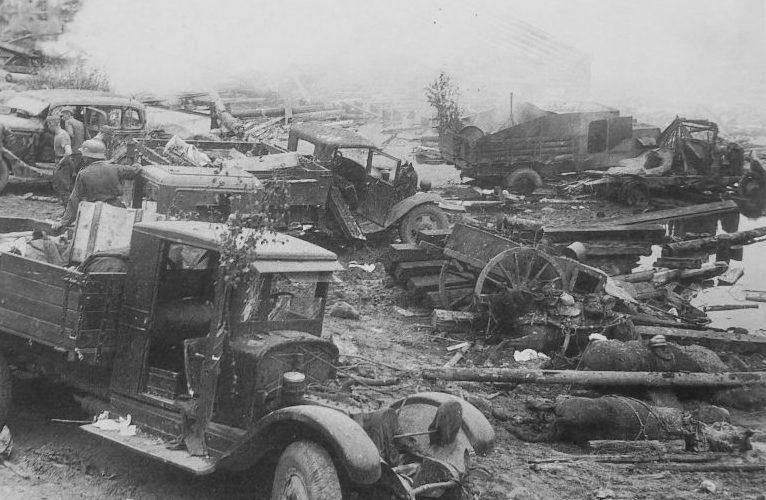 Советские автомобили, захваченные немецкими войсками на подступах к Ленинграду. 1941 г.