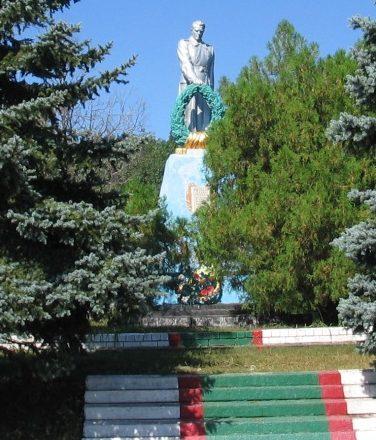с. Богдановка Васильковского р-на. Памятник, установленный на братской могиле воинов, погибших в боях за село.