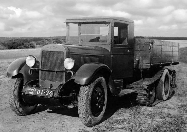 Экспериментальный полугусеничный автомобиль ЗиС-35. 1941 г.