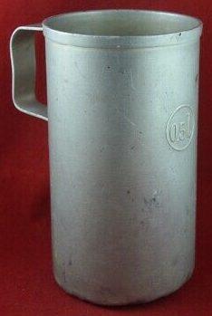 Алюминиевые кружки с неподвижной ручкой, емкостью 0,5 л.
