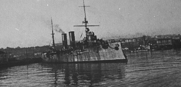 Минный заградитель Черноморского флота «Коминтерн» у причала в Одессе. 1941 г.