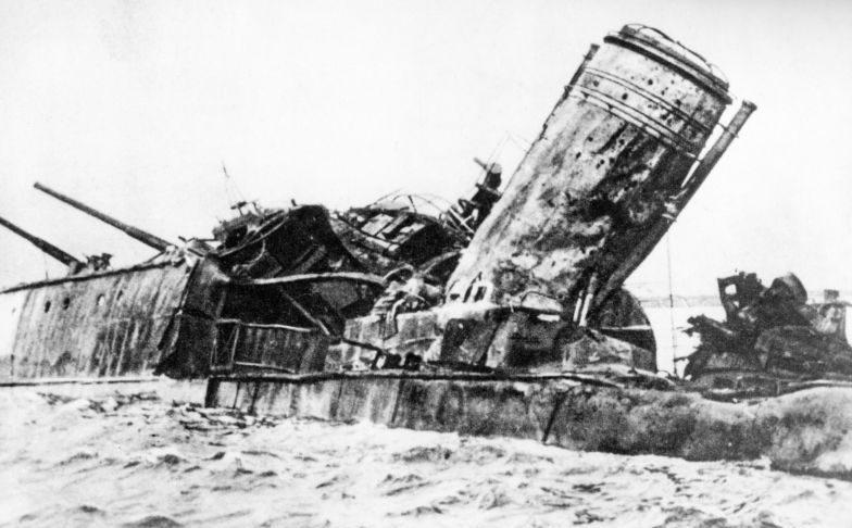 Эсминец «Карл Маркс», затонувший на отмели в бухте Папонвик. 1941 г.