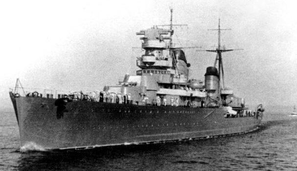 Легкий крейсер «Максим Горький» в море. 1941 г.