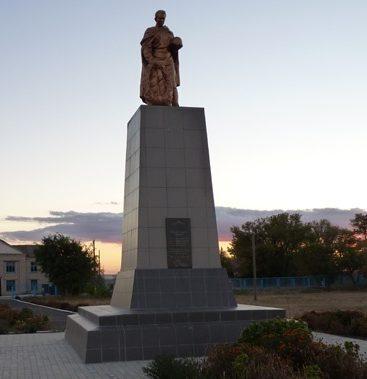 с. Григоровка Васильковского р-на. Памятник, установленный на братской могиле советских воинов, погибших в боях за село.