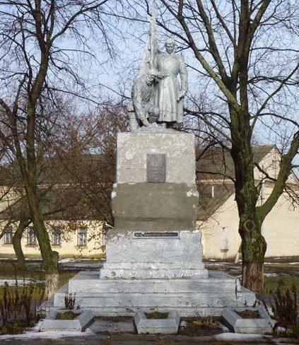с. Водяное Верхнеднепровского р-на. Памятник, установленный у братской могилы, погибших в боях за село.