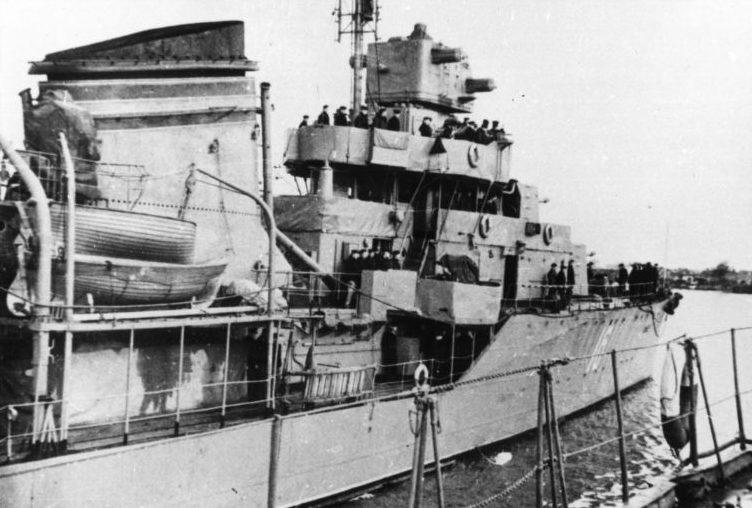 Эсминец Черноморского флота «Бойкий». 1942 г.